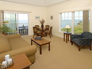 Cliffside Resort Greenport Luxurious Waterfront Condo- with Pool! - North Fork vacation rentals