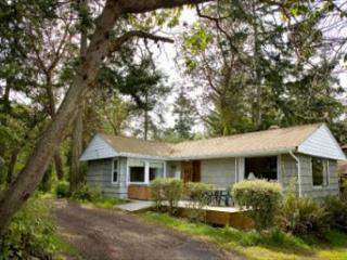 Waterfront, rustic cottage for a perfect Whidbey getaway (172) - Coupeville vacation rentals