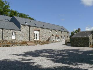 THE GRANARY, pet friendly, country holiday cottage,with a garden in Newborough - Newborough vacation rentals