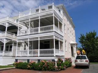 Wonderful 5 Bedroom-3 Bathroom House in Cape May (The White Cottage 3244) - Cape May vacation rentals