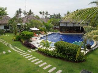 Romantic beachfront 4 villas resort - Gianyar vacation rentals