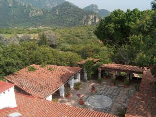 Perfect 6 bedroom Tepoztlan House with Satellite Or Cable TV - Tepoztlan vacation rentals