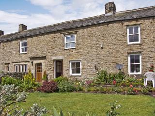 MARGARET'S COTTAGE, pet friendly, country holiday cottage, with a garden in Low Row Near Reeth, Ref 4209 - Reeth vacation rentals
