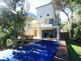 Sentinel View, Hout Bay. Luxury 4 bedroom Villa. - Hout Bay vacation rentals