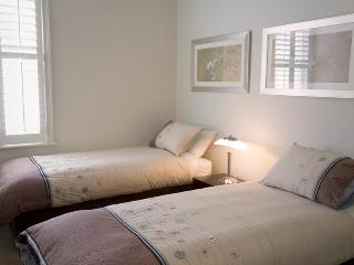Sabina, exquisite inner-city home, Geelong - Geelong vacation rentals