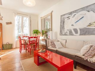 Le Caulaincourt - Bleu, Blanc, Rouge Legend - Paris vacation rentals
