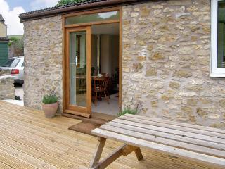 LITTLE SHORTWOOD, family friendly, country holiday cottage, with a garden in Batcombe, Ref 4218 - Sherborne vacation rentals