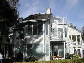 WOW! 3 Bedroom 2  Bath Condo on Spectacular Beach - Nanoose Bay vacation rentals