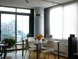 SPACIOUS 2BR/2 BATH (w/ Private Balcony, Doorman) - New York City vacation rentals