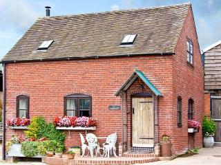 THE CORN HOUSE, family friendly, character holiday cottage, with open fire in Leighton, Ref 4210 - Ironbridge Gorge vacation rentals
