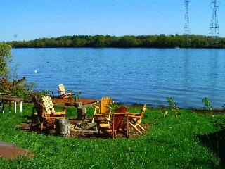 NIAGARA RIVER COTTAGE ON THE RIVER - Niagara Falls - Niagara Falls vacation rentals