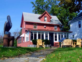 Historic NIAGARA RIVER COTTAGE  NEAR NIAGARA FALLS - Niagara Falls vacation rentals
