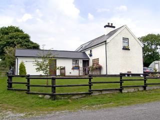 DESSIE'S COTTAGE, pet friendly, character holiday cottage, with a garden in Macroom, County Cork, Ref 4241 - County Cork vacation rentals