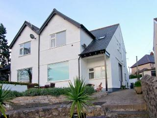 FAIRWAY, DEGANWY COTTAGE, pet friendly, with a garden in Deganwy, Ref 4242 - Eglwysbach vacation rentals