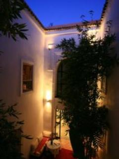Courtyard at night - Le Nid, guesthouse maison d'hôtes - Marrakech - rentals