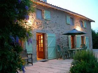 Chez Thres - Bressuire vacation rentals