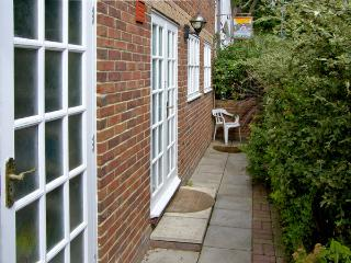 SAIL LOFT ANNEXE, pet friendly in Yarmouth, Isle Of Wight, Ref 4222 - Yarmouth vacation rentals