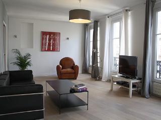 parisbeapartofit - Louvre Rue Coq Heron (635) - Paris vacation rentals