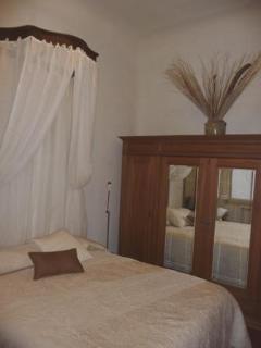 Ambiance D'Aix - Elegant 2 Bedroom Apartment with WiFi, Aix en Provence - Aix-en-Provence vacation rentals