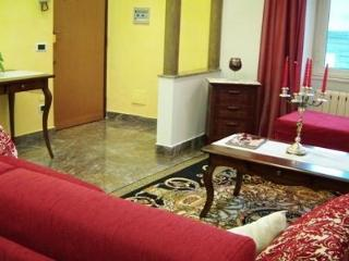 Bright Rome vacation Apartment with Internet Access - Rome vacation rentals