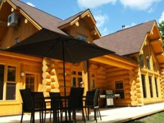 The Lakehouse, luxury lakeside log home. - Saint Sauveur des Monts vacation rentals