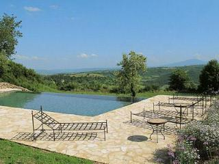 Villa Ubaldo overlooks a nature reserve, with infinity pool and maid service - Orvieto vacation rentals