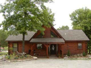 3 Bedroom Log Cabin near Branson/ Overlooking Pool - Branson vacation rentals