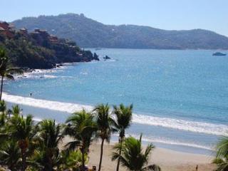 Zihuatanejo Bahia Vista Beachfront Condo - Zihuatanejo vacation rentals