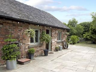BAY TREE, pet friendly, country holiday cottage, with a garden in Turnditch, Ref 4256 - Derbyshire vacation rentals