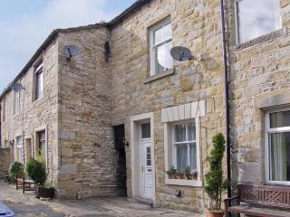 ERMYSTEDS COTTAGE, country holiday cottage, with a garden in Skipton, Ref 4252 - Tosside vacation rentals
