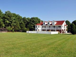 Yr Round Estate on Bay / Family Reunions Sleeps 28 - Cambridge vacation rentals