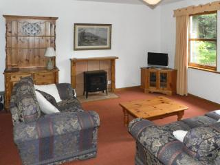GARDENER'S COTTAGE, pet friendly, country holiday cottage, with a garden in Chirnside, Ref 4276 - Chirnside vacation rentals