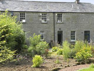 THE COACH HOUSE, romantic, character holiday cottage, with open fire in Chirnside, Ref 4277 - Chirnside vacation rentals