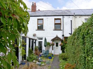 RAILWAY COTTAGE, family friendly, with a garden in Fairbourne, Ref 4268 - Fairbourne vacation rentals