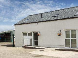 THE LOFT, pet friendly, country holiday cottage, with hot tub in Annan, Ref 4232 - Annan vacation rentals