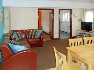 DYLAN'S COURT, pet friendly, country holiday cottage, with a garden in Laugharne, Ref 4135 - Laugharne vacation rentals