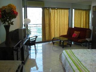 North Jomtien Beach Studio Furnished & 50m Pool - Jomtien Beach vacation rentals