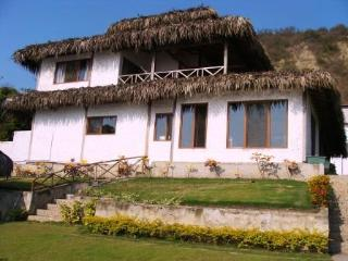 Beach House in front of the sea in Ecuador !!!!! - Entrada vacation rentals
