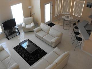 4 bedroom villa with pool and games room and wifi - Disney vacation rentals