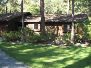 3 bedroom House with Deck in Grants Pass - Grants Pass vacation rentals