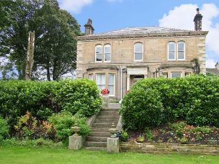 LIBBY'S PLACE, romantic, country holiday cottage, with a garden in Haworth, Ref 4282 - Haworth vacation rentals