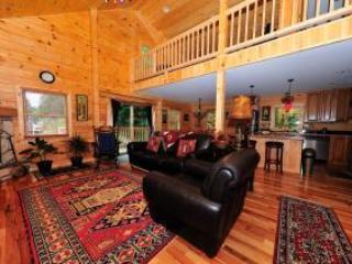 Living room, dining room and kitchen - Log Cabin - 3 bedrooms, 3 bathrooms + Loft - Lake Placid - rentals