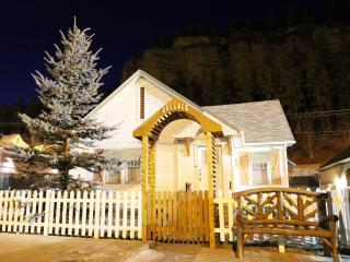 Bullock Cottage - First Deadwood Cottages - Rochford vacation rentals