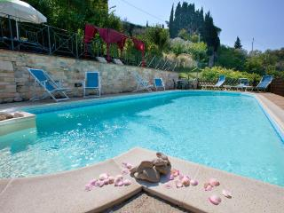 Luxury Villa cottages rental 15min.dowtown Perugia - Umbria vacation rentals