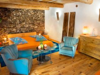 la vieille maison - halte gourmand chambre orange - Durfort-et-Saint-Martin-de-Sossenac vacation rentals