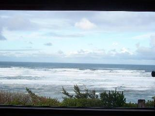 Newport, Oregon Coast bluff cottage, Stunning VIEW - Newport vacation rentals