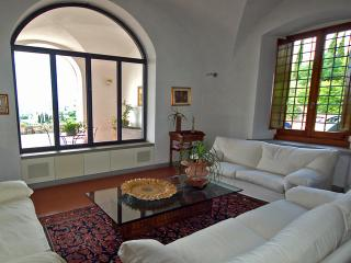 Villa Da Vinci for 8 - Cerreto Guidi vacation rentals