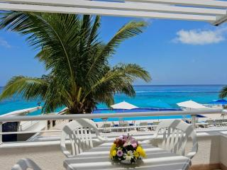 A lovely oceanfront one bedroom condo, Miramar 201 - Cozumel vacation rentals
