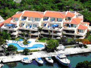 FANTASTIC H20 CONDO - Upscale resort - VIEWS - Puerto Aventuras vacation rentals
