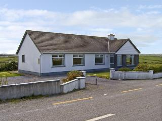 GOODLANDS COTTAGE, pet friendly, with a garden in Miltown Malbay, County Clare, Ref 4023 - Miltown Malbay, County Clare vacation rentals